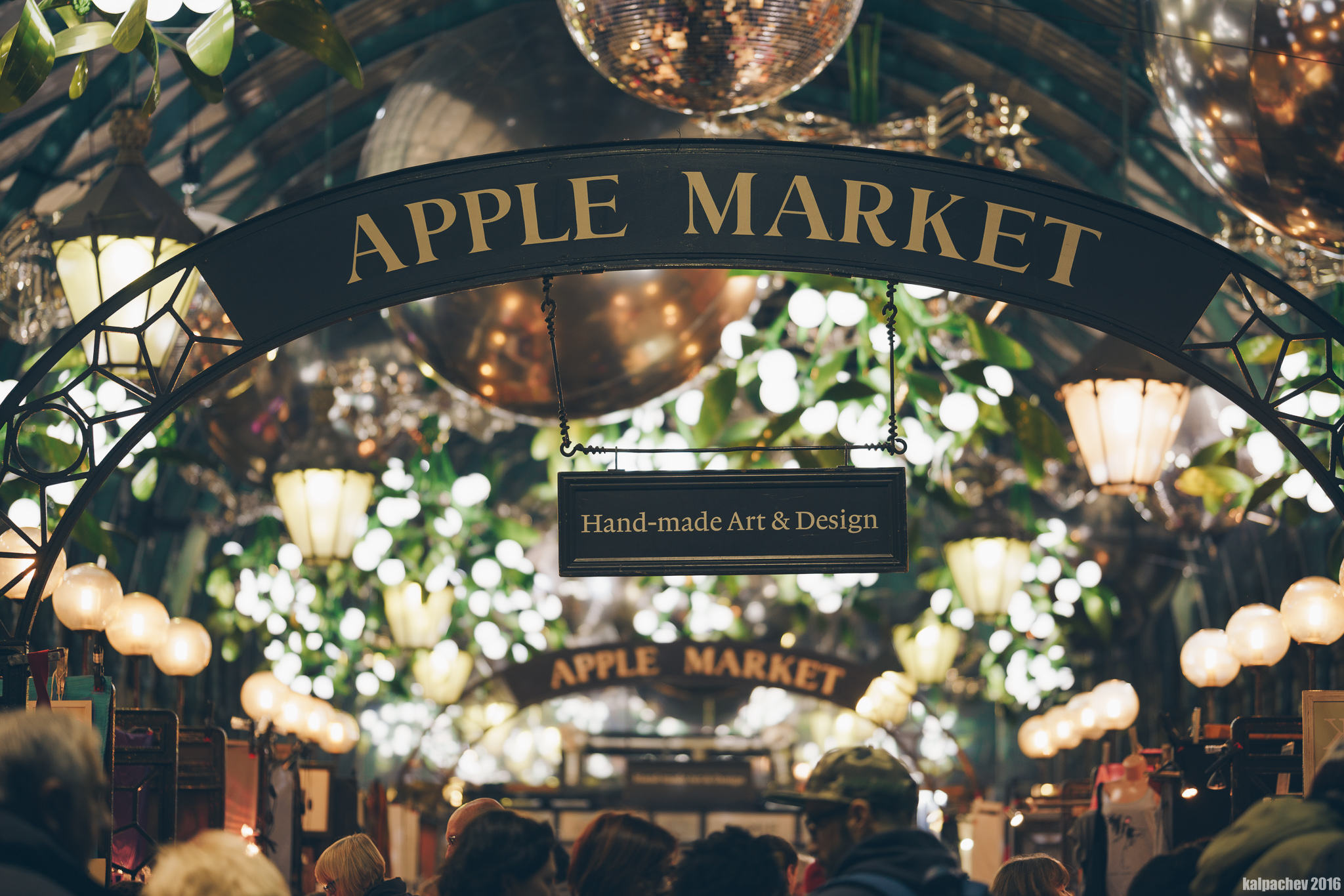 Apple Market | Covent Garden with LAOWA 105MM F/2 STF