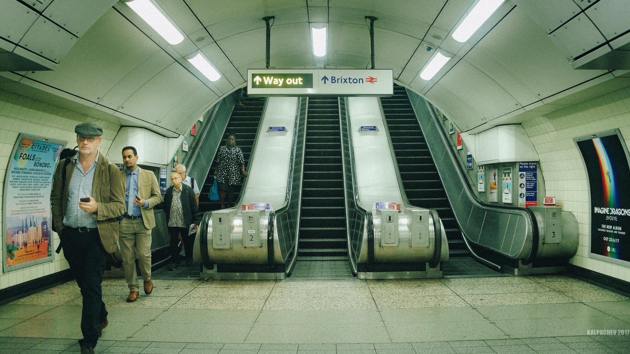 Walk in London with Sony A7R II + Vivitar 28mm F2/.8