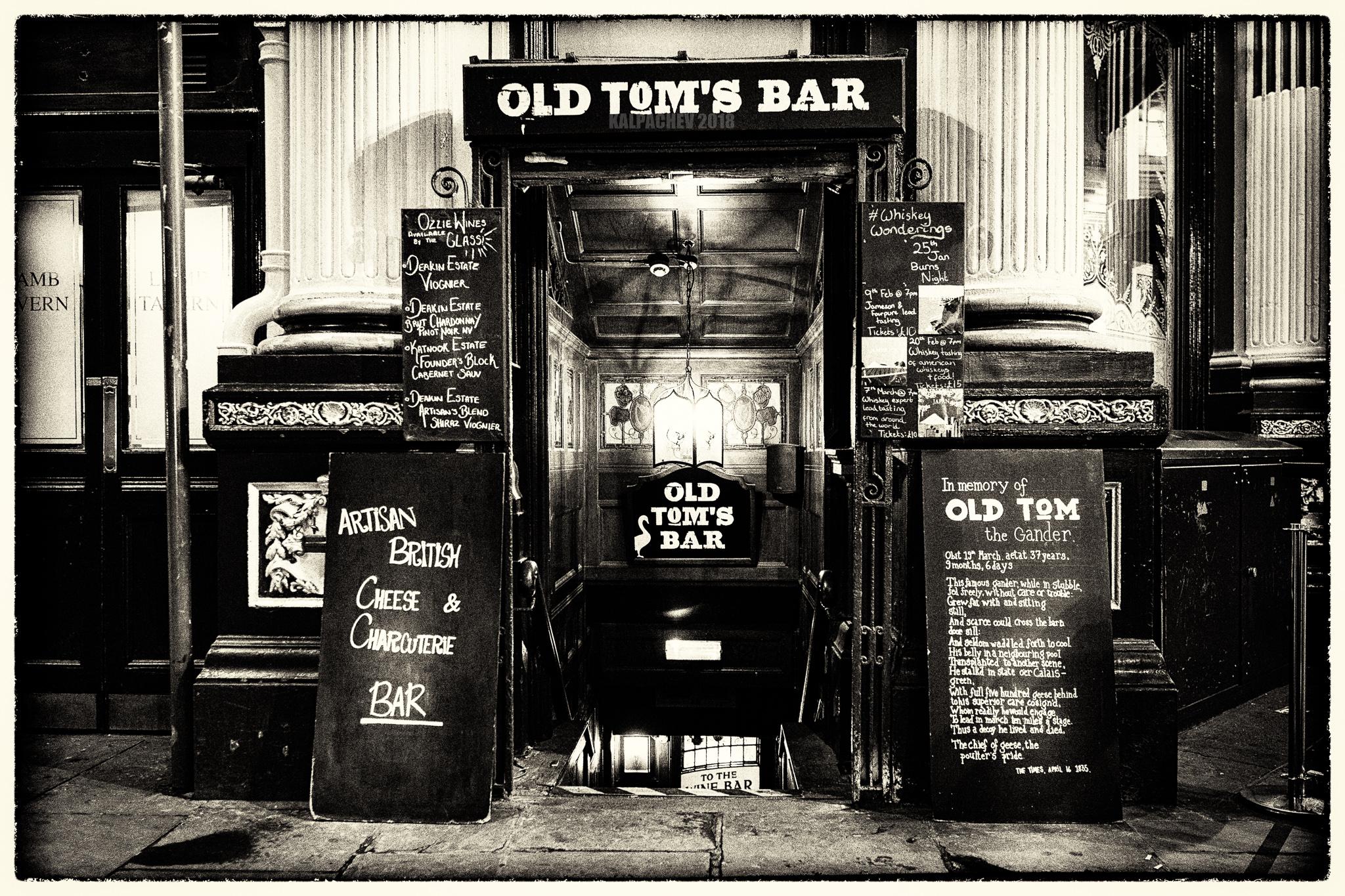 – Old Tom's Bar –